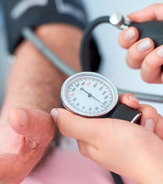 Controle da hipertensão depende de medicamentos e hábitos saudáveis