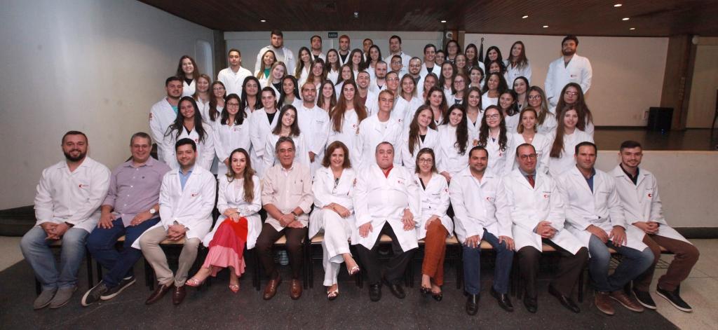2020 começa com recepção aos calouros da turma 16 e cerimônia do Jaleco Branco